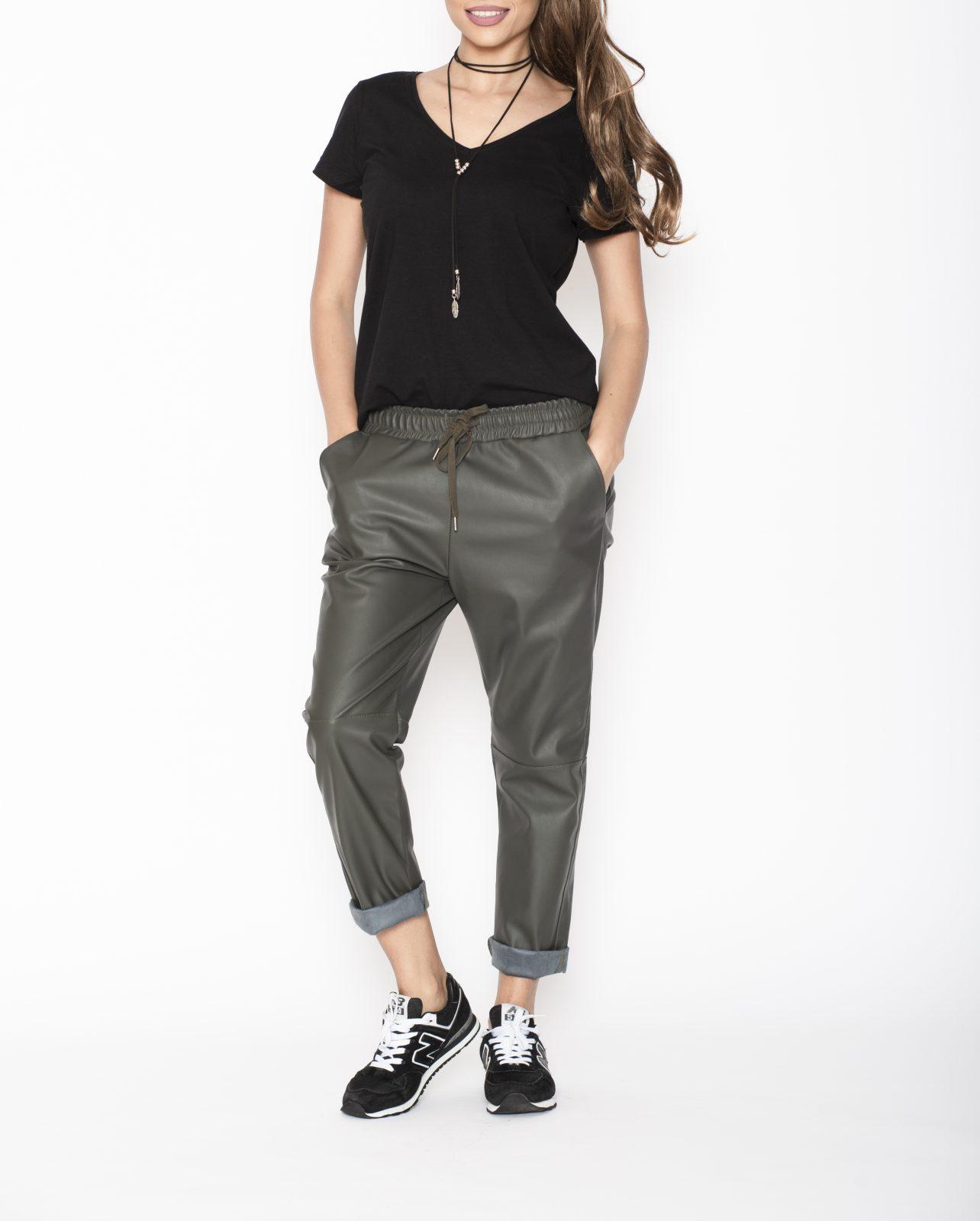 Cumpara acum online Pantaloni de Designer Iti oferim o gama variata de Pantaloni Conici, Drepti, Evazati din materiale de calitate Livrare Gratuita!
