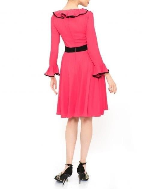 Cumpara rochie scurta roz din voal cu croiala evazata la pret avantajos. Aceasta rochie a fost inpirata din tinutele anilor '50 si este decorata cu detalii negre pentru a adauga un plus de eleganta. Inchiderea se fac cu fermoar ascuns la spate.Compozitie: 65% voal si 35% viscoza.Intretinere: spalare automata la 30 de gradeProdus in Romania. Livrare gratuita. Rochie deosebita designeri romani.