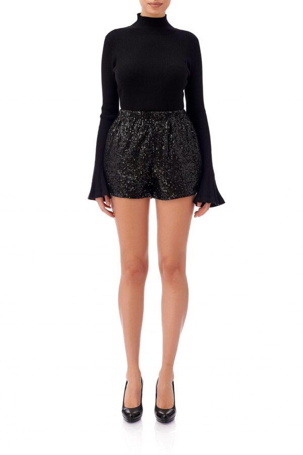 Pantalonii scurti din paiete negre Tamara au un croi casual si talia elastica. Acestia pot fi purtati impreuna cu o maleta neagra si o perece de cizme inalte pentru o tinuta eleganta. Pantalonii sunt dublati si au talia incretita pe elastic. Compozitie: 100% poliester Intretinere: spalare automata la 30 de grade Produs local de designeri romani.